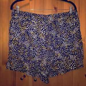 NWT LOFT Printed Cree Dressy Shorts - Size L